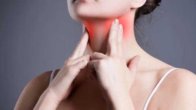 bengkak pada leher tapi tak sakit tanda awal penyakit hashimoto