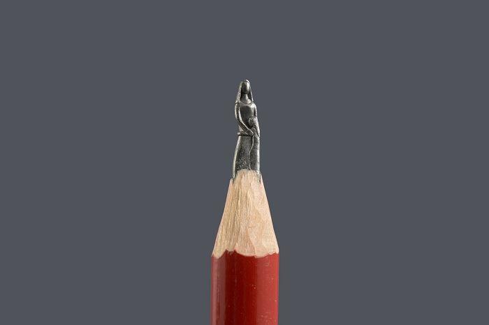 siapakah orang disebalik ukiran pensil ini?