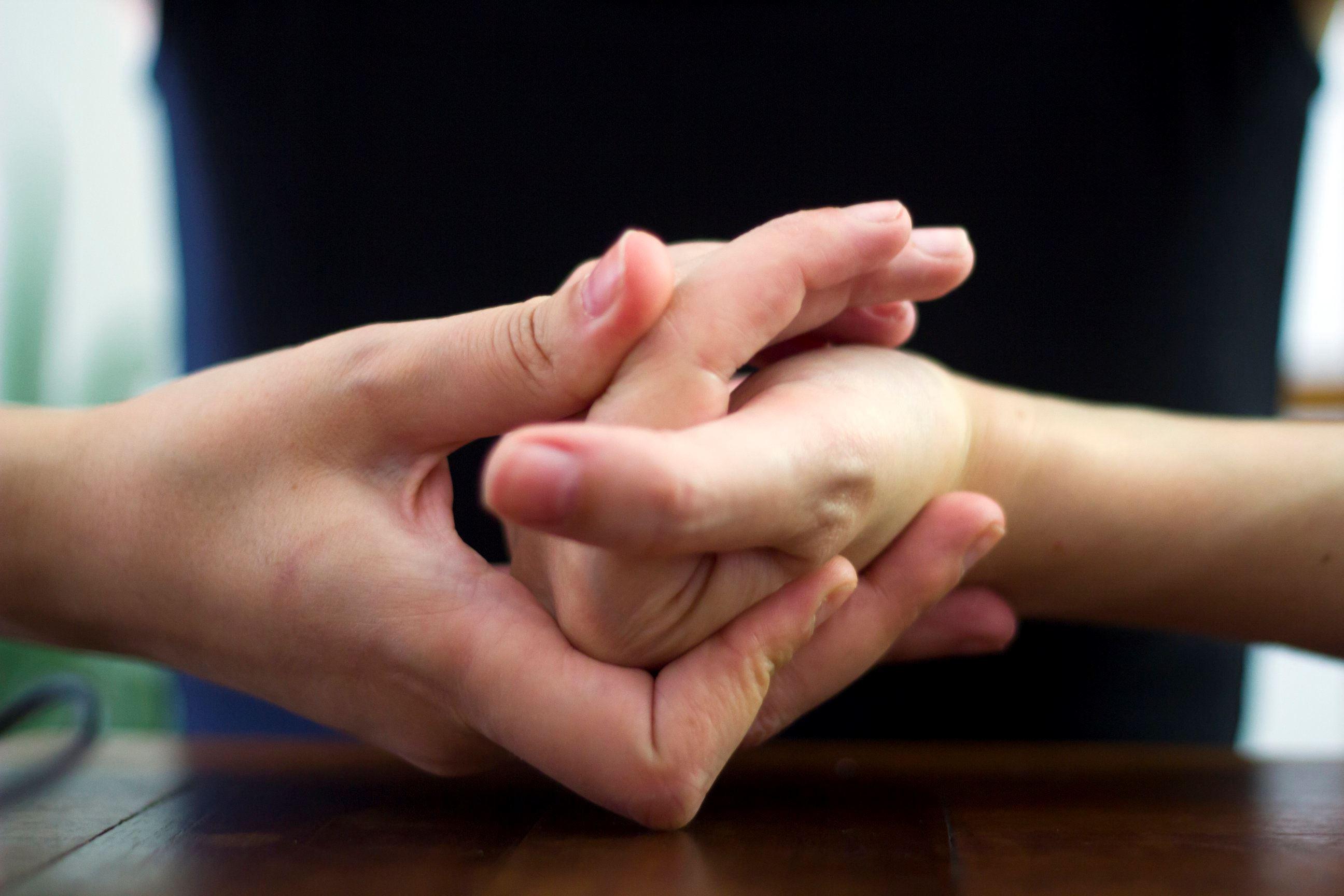 betul ke tabiat letupkan jari bahayakan kesihatan?