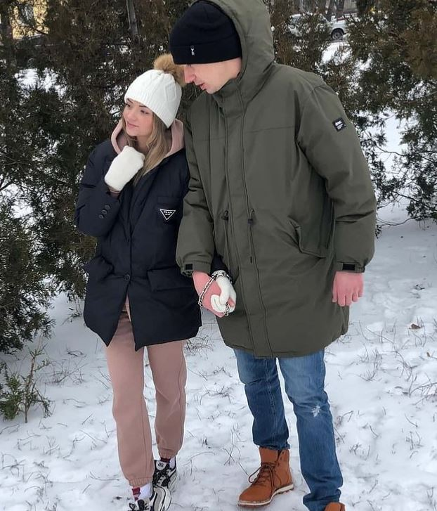 mahu uji kekuatan cinta, pasangan ini rantai tangan mereka bersama selama 3 bulan
