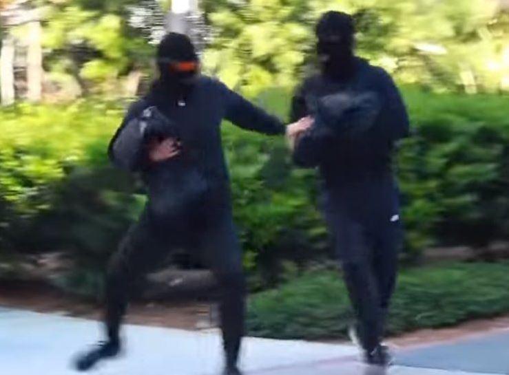 gara-gara video prank rompakan, pasangan youtuber kembar popular ini dihukum