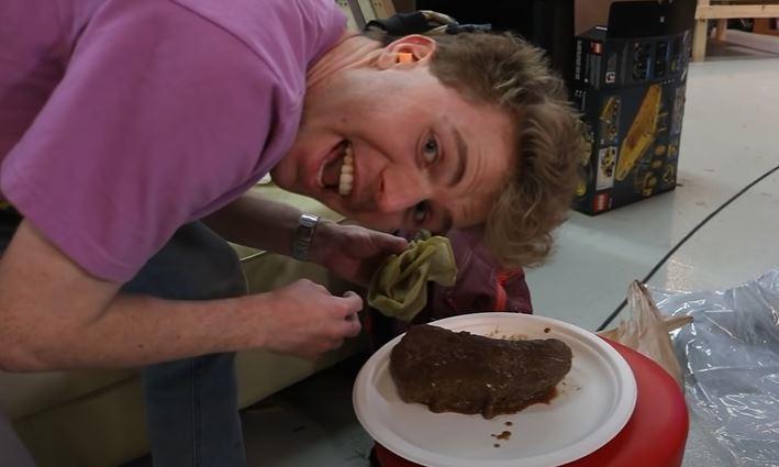 lelaki ni buktikan boleh masak ayam dengan hanya menampar