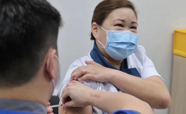 penduduk singapura boleh pilih sendiri jenis vaksin covid-19