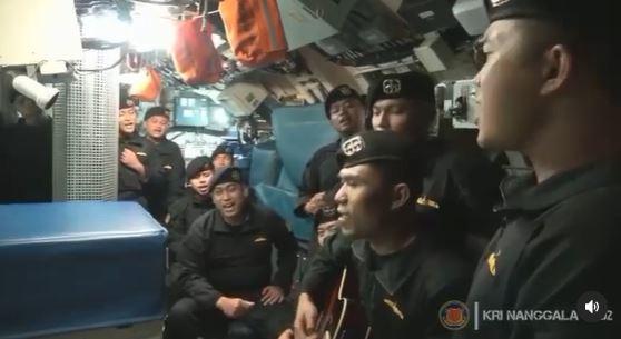 video kru kapal selam kri nanggala 402 nyanyi 'sampai jumpa' buat netizen sebak