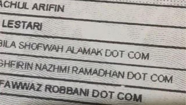tiga beradik tular kerana diberi nama lahir 'dot com'