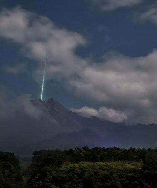 penampakan meteor di indonesia, sempat dirakamkan jurugambar