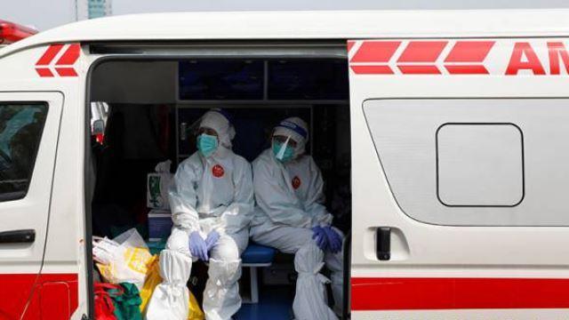 covid-19: barisan petugas kesihatan indonesia bakal terima dos vaksin ketiga