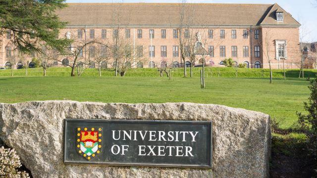 universiti di england sanggup bayar pelajar rm58k seorang demi minta tangguh pengajian