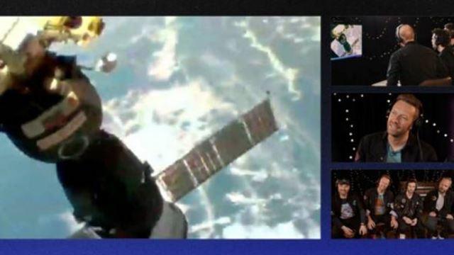 tak dapat bermain konsert di bumi, coldplay lancar single terbaru terus ke angkasa!
