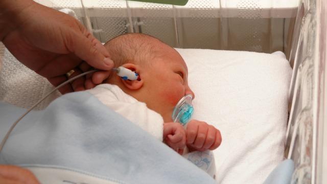 Katil Ini Dicipta Untuk Tidurkan Bayi Dalam Bunyi Bising, Mirip Rahim Ibu