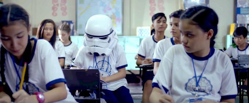 [Video] Kisah Sedih Disebalik Helmet Stormtrooper Ini Pasti Buat Anda Menangis