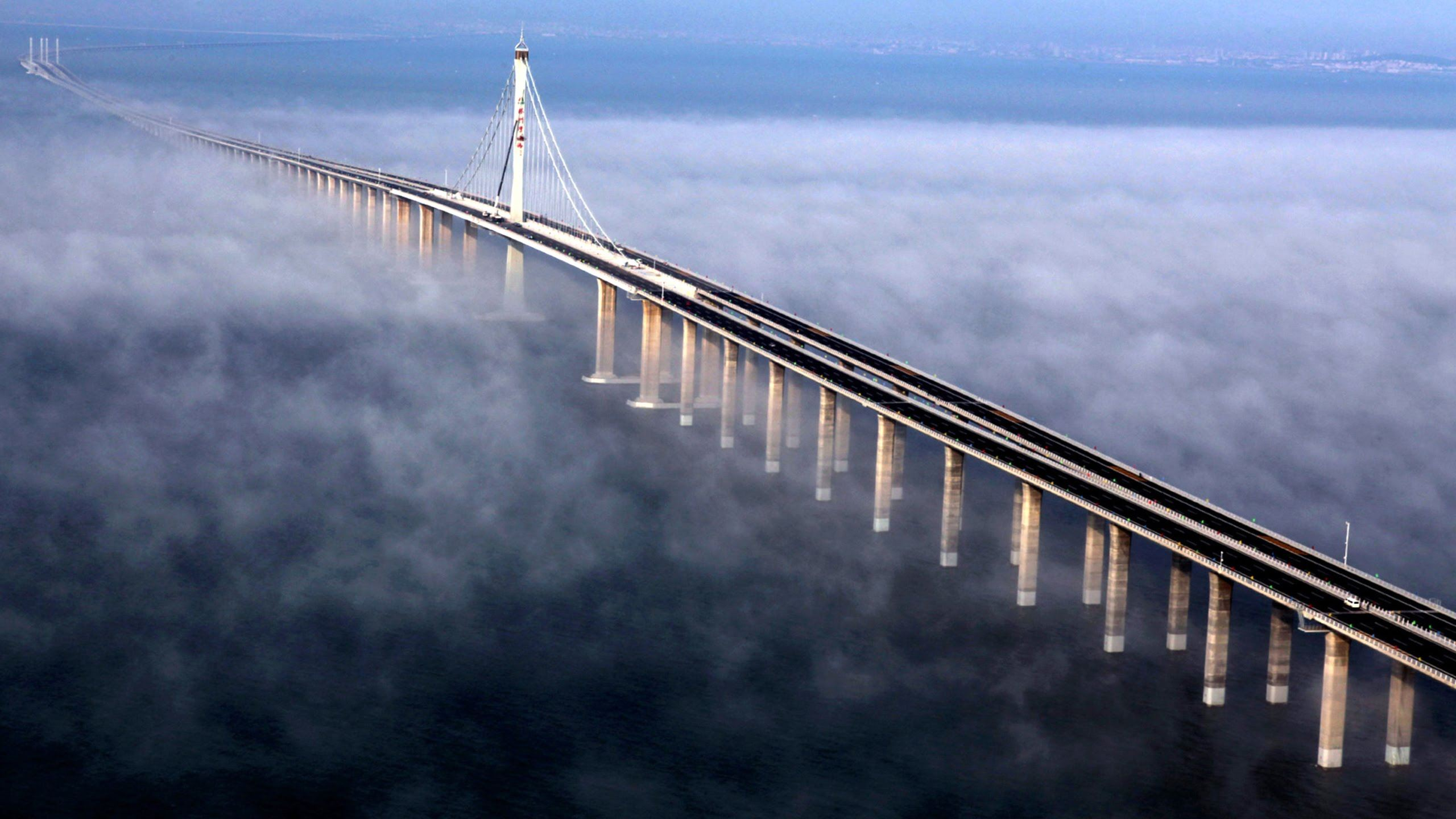 Jambatan Laut Terpanjang Dibina Dengan 420,000 Tan Besi, Cukup Untuk Bina Eiffel Tower