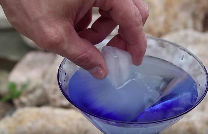 [Video] Trik Bekukan Air Sepantas Kilat Ini Memang Wow!