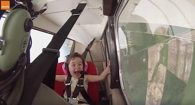[Video] Terhibur Tengok Reaksi Budak 4 Tahun Pesawat Ringan Yang Pusing 360 Darjah