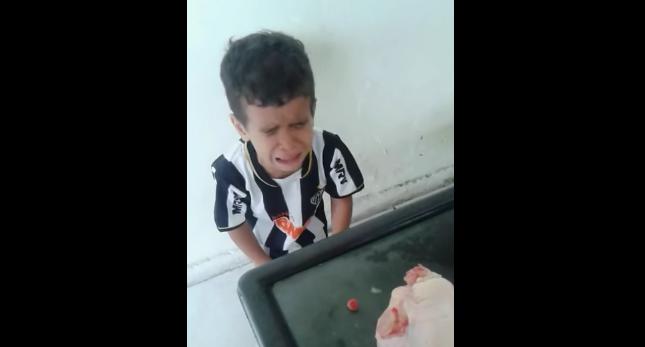 [Video] Sayang Sangat Sampai Tak Sanggup Nak Makan Binatang. Lihat Reaksi Kanak-Kanak Ini