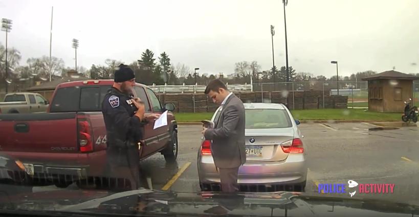 [Video] Lelaki Ini Ditahan Polis Gara-Gara Pandu Kereta Laju, Apa Yang Belaku Seterusnya Pasti Buat Anda Rasa Kagum
