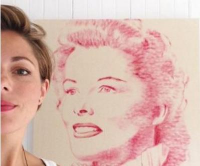 [Video] Guna Ciuman Serta Lipstik, Cara Unik Wanita Ini Hasilkan Lukisan