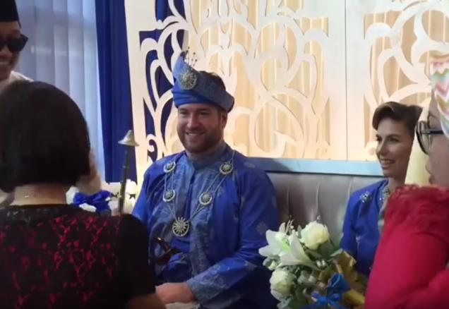 [Video] Pasangan Dari Kanada Dan Perancis Sanding Ikut Adat Melayu