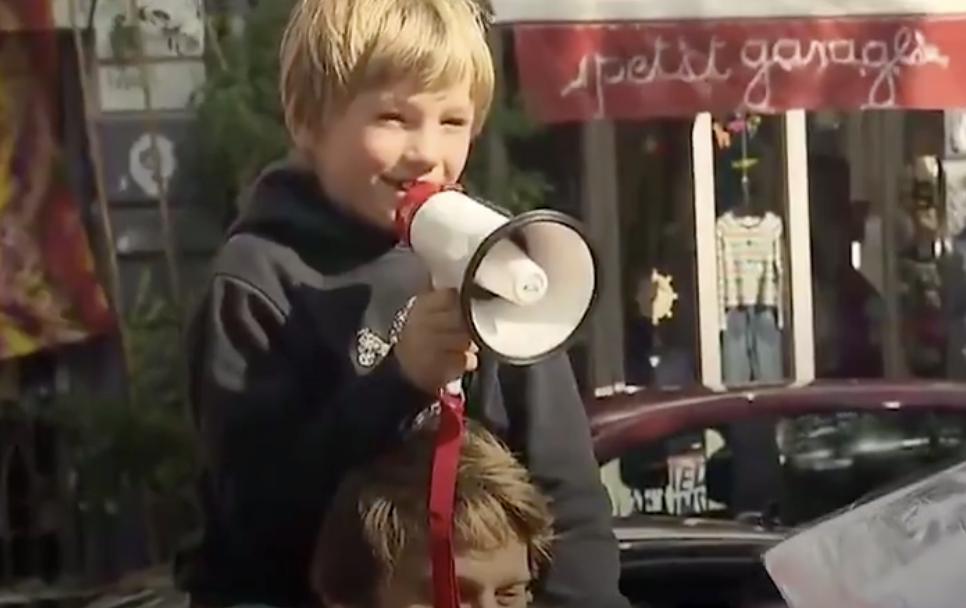 Kanak-Kanak Buat Demostrasi, Tak Nak Ibu Bapa Mereka Main Phone
