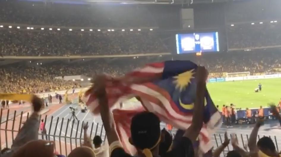 Kompilasi Video Penonton Berjaya Tangkap Bola Di Stadium!