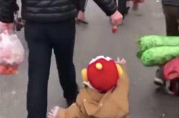 [Video] Ini Bukti Ayah Lebih Fun Dan Kreatif Berbanding Mak. Terhibur Tengok