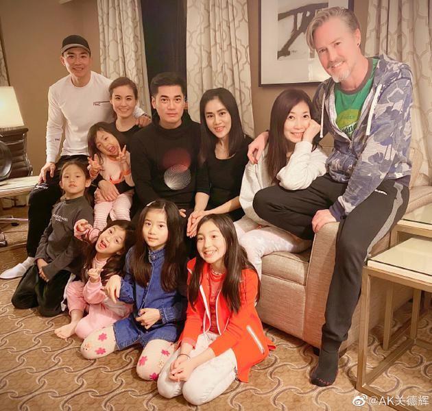 夏克立刘畊宏一同聚会过新年、夏天甜美小泡芙搞怪。