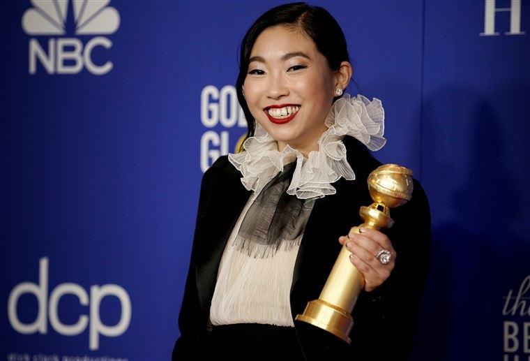 金球奖首位亚裔影后诞生!awkwafina击败强敌拿喜剧或音乐类最佳女主角  你一定看过她!