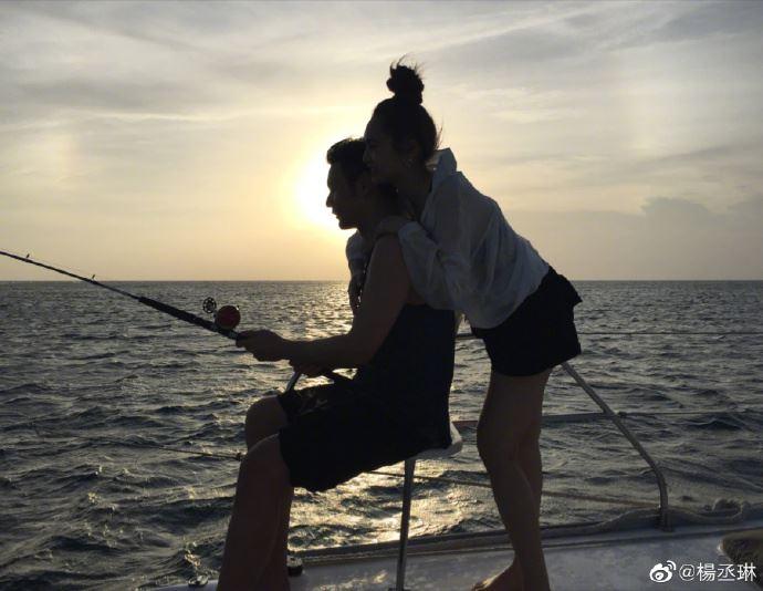 李荣浩求婚成功啦!娱乐圈又多一对模范夫妻了!