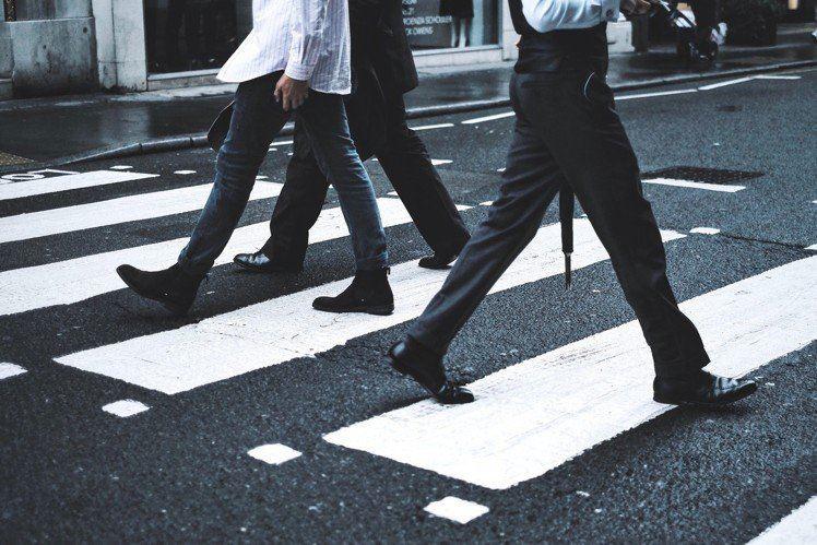 你走路快吗?原来走路快的人容易不开心啊!
