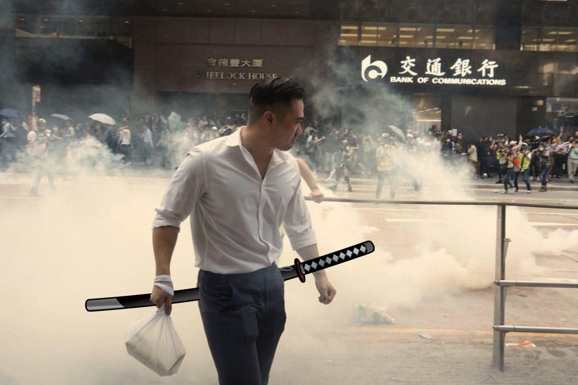 香港霸气男催泪烟中拿外卖一夜成名!网民疯传狂改图超爆笑!
