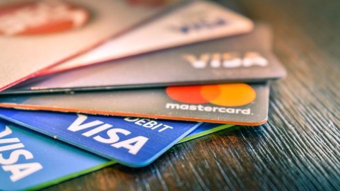 男收银员盗取信用卡资料!受害者过千名!