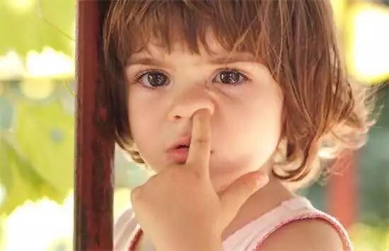 挖鼻孔会得肺炎?!教你3招正确清理鼻孔方法!