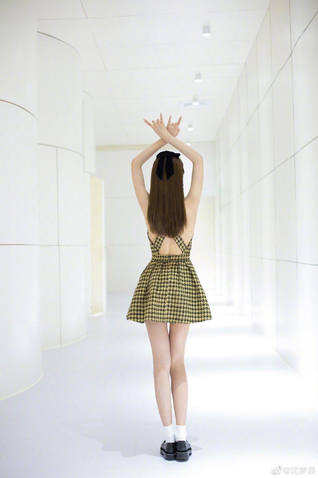 【多图】沈梦辰大晒美照!露背连身裙打扮超有女团feel!