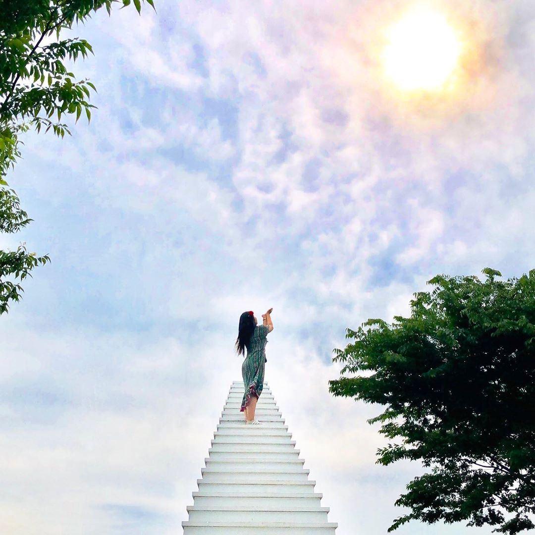 韩国也有 「天国阶梯」 咖啡厅!火速爆红成为游客打卡点!
