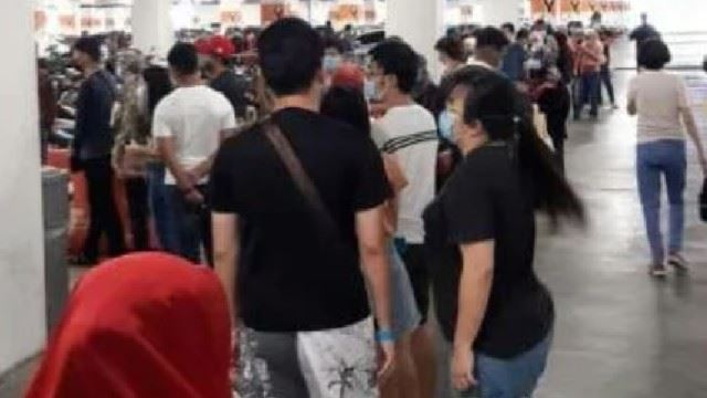 Malls Appear To Be Crowded With People, Despite The Implementation Of The CMCO