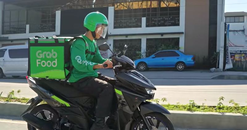 a customer expressed his gratitude to this rider that delivered his food despite meeting with an accident