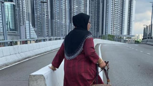 This Feisty Grandmother Walked From Johor Bahru To Singapore Just To Take Care Of Her Husband