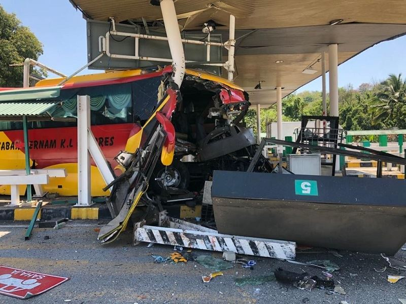 bus ferrying covid-19 patients crashes into toll plaza in serdang