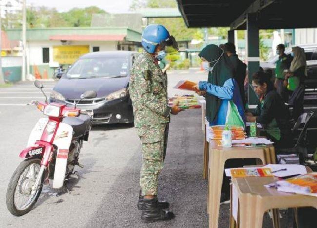 two selangor schools set up drive-thru textbook exchange amid covid-19 pandemic