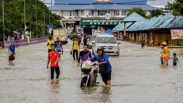 In Spite Of Floods, Affected Malaysians Remain In High Spirits And Uphold #KitaJagaKita