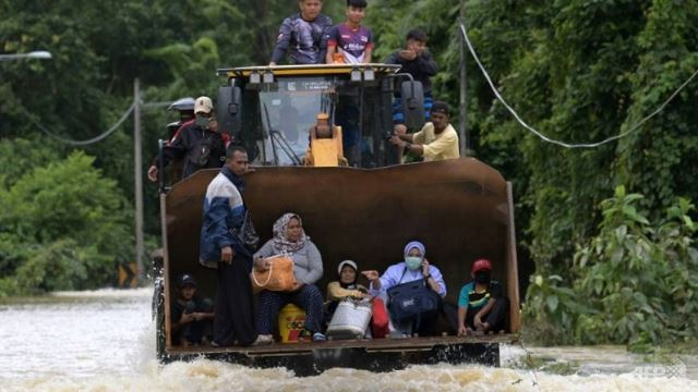 Around 50,000 Malaysians Evacuated As Flood Situation Gets Worse