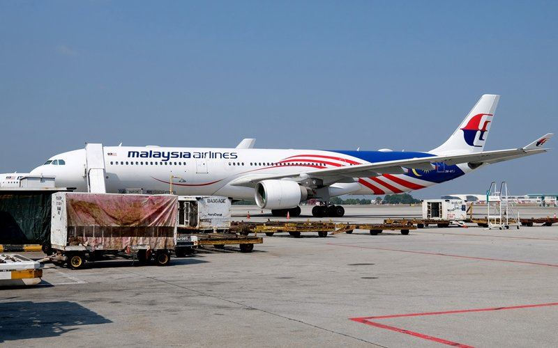 flight carrying first batch of covid-19 vaccines to malaysia has the jalur gemilang on it