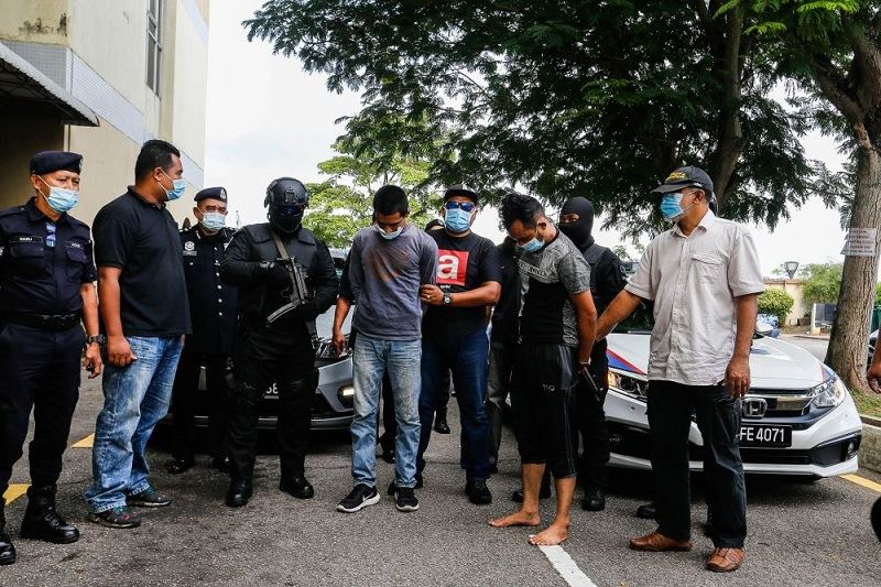 """pdrm patrol car hijacker's """"girlfriend"""" discovered to be a victim of the weekend heist"""