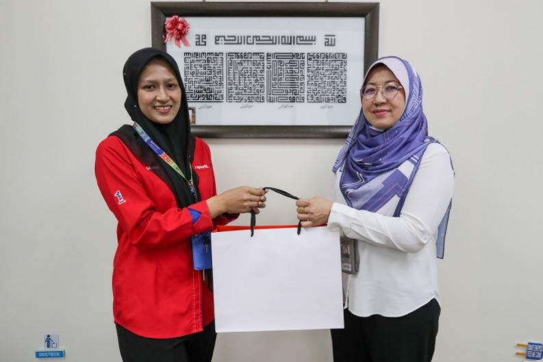 rapid kl employee commended for helping deliver a baby at lrt station