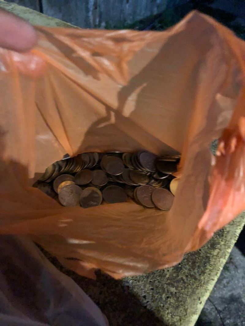 delivery rider settles outstanding payment of kid who paid for order in coins