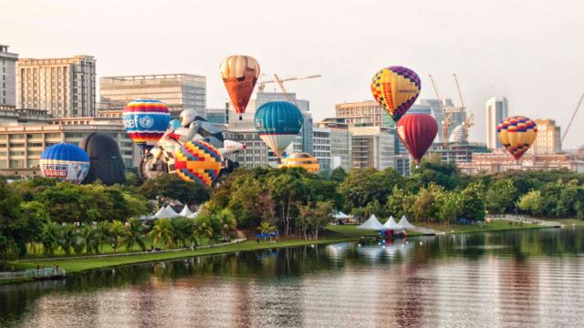 #UPDATE: (Postponed) The Hot Air Balloon Fiesta Is Back In Putrajaya!