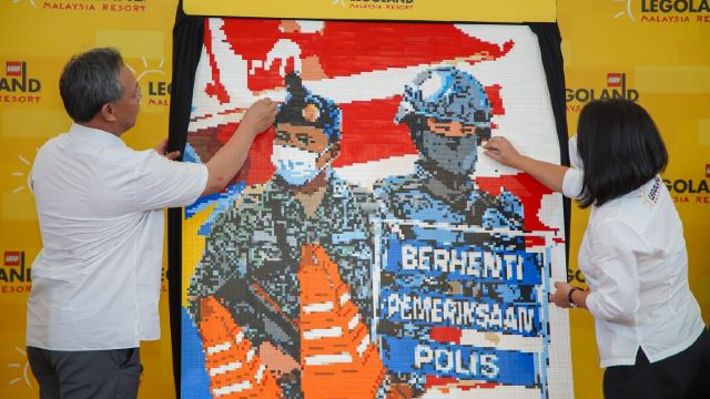 Check Out These Amazing Frontliners Murals Made Out Of LEGOs!