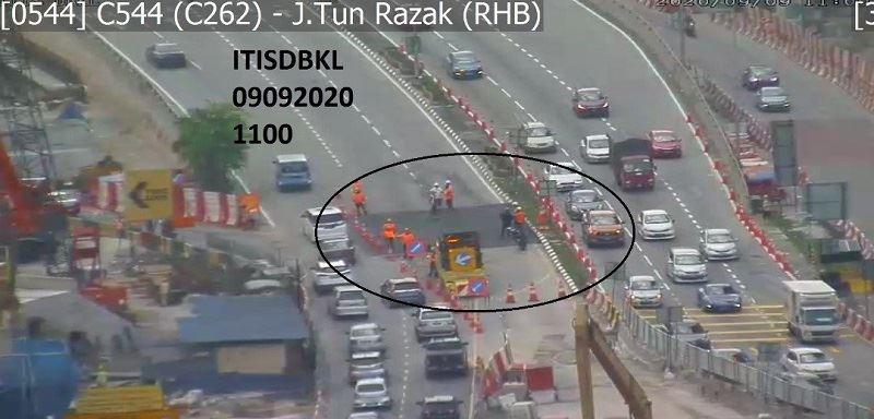 sinkhole brings traffic to a standstill along jalan tun razak