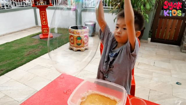 SYOK Kids: Science Experiment With Bubbles!