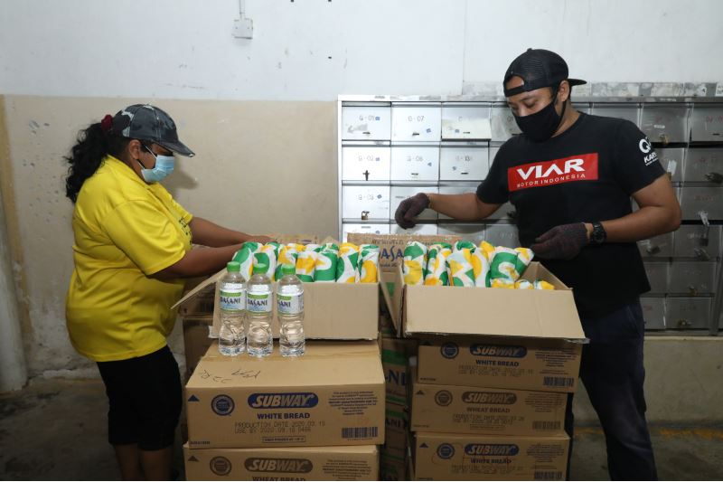 malaysians' paid it forward with 10,000 meals for the underprivileged